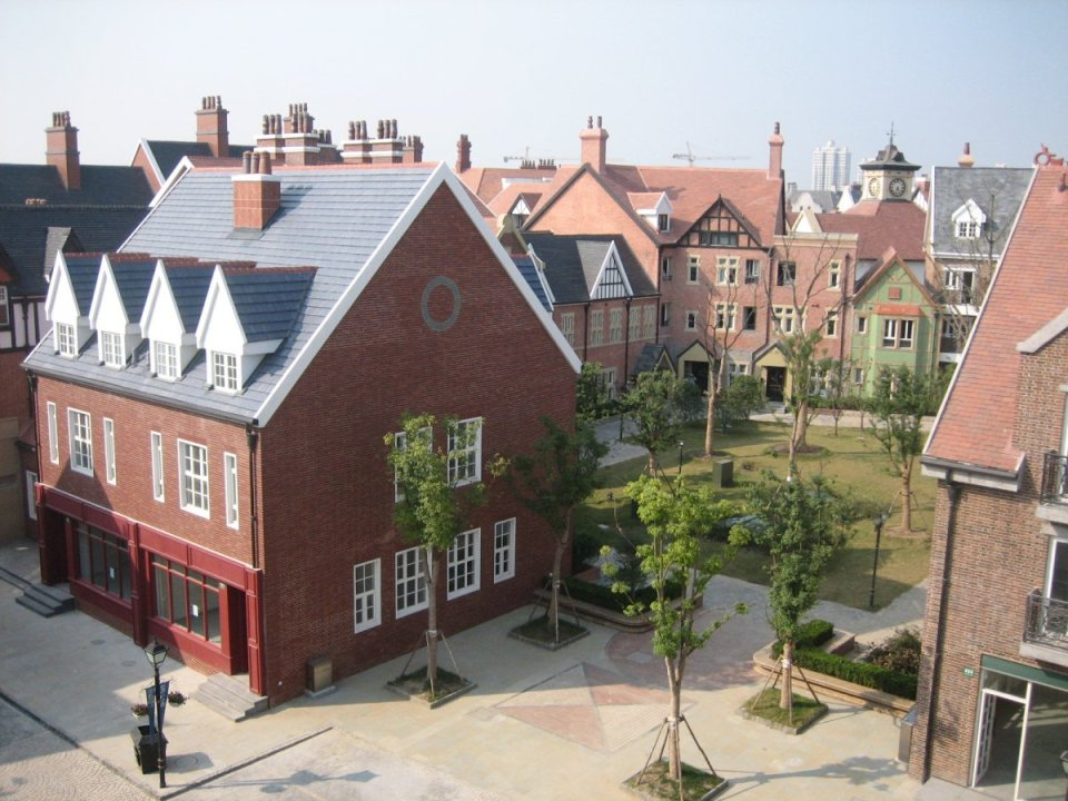 cobbled-streets-victorian-homes-and-corner-pubs-make-thames-town-in-the-songjiang-district-near-shanghaifeel-supremely-english-some-of-the-bui