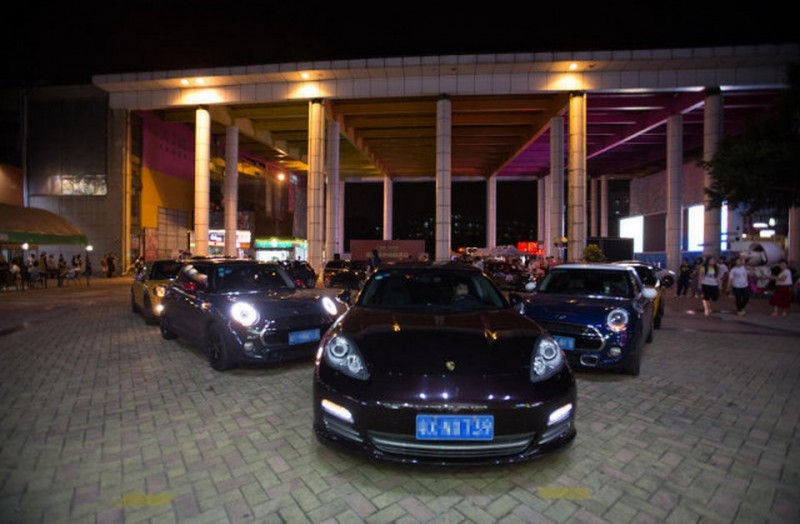 Rich Chinese Kid Proposes to Girlfriend With 11 Luxury Cars