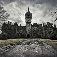 He Broke Into An Abandoned Old Castle, And What He Found Is Beyond Incredible