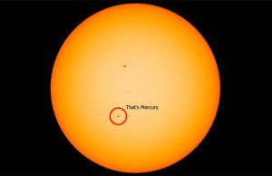 Rare Mercury Transit Timelapse Really Puts the Colossal Size of Our Sun in Perspective