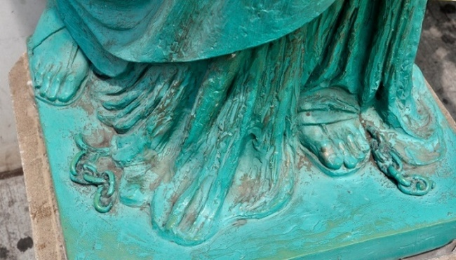 The broken chain at the feet of the Statue of Liberty
