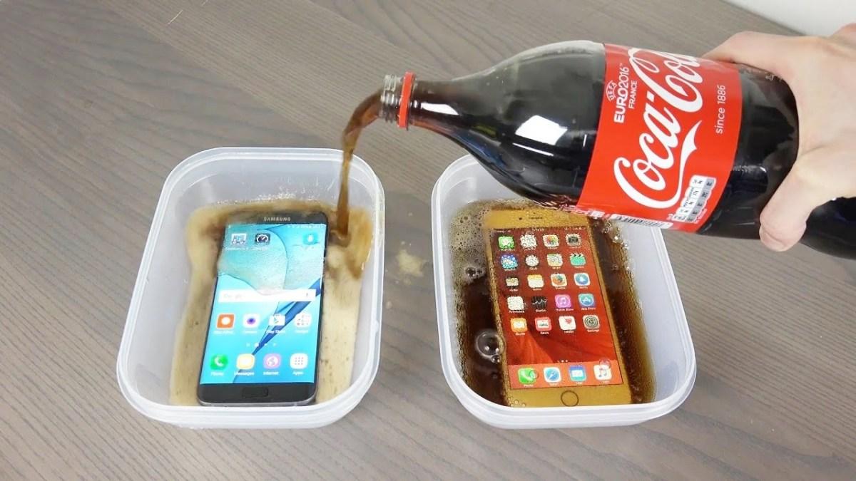 Galaxy S7 Edge vs. iPhone 6S Plus Coca-Cola Freeze Test