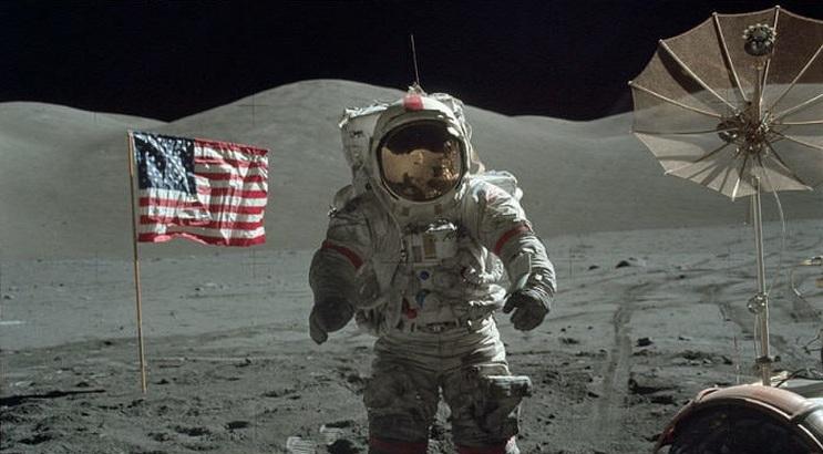 NASA-moon-astronaut