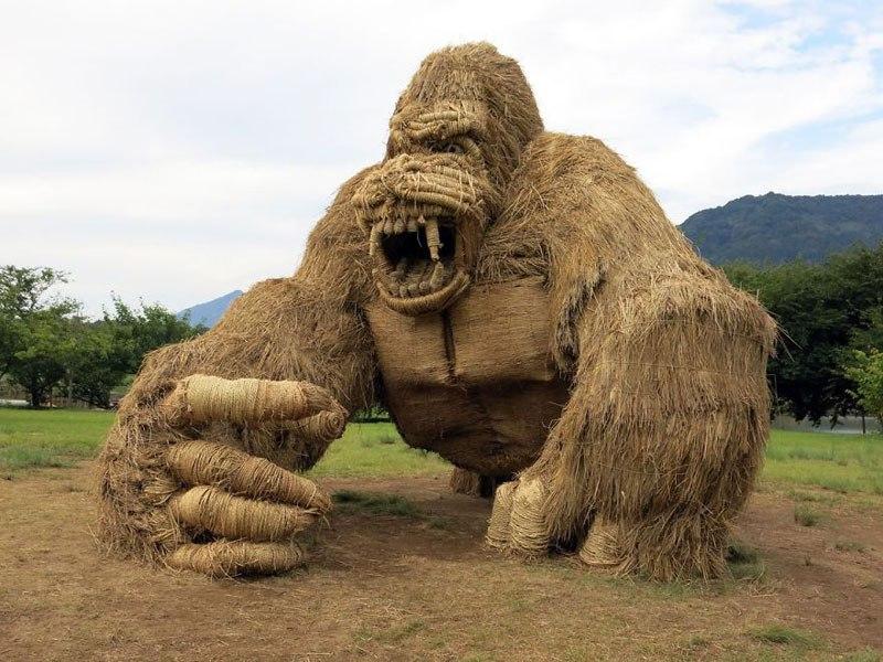 giant-straw-animals-japan