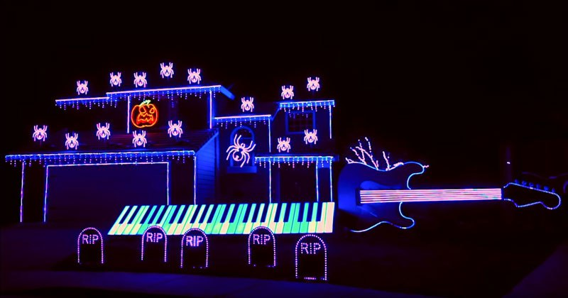 This Is The Most Incredible 'Nightmare Before Christmas' Halloween Light Show Ever!
