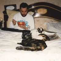 20 Photos Of Freddie Mercury And His Cats, That He Loved Dearly