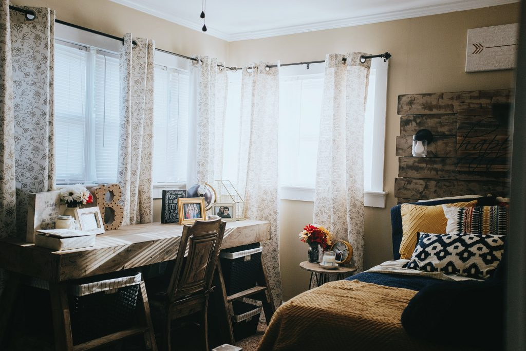 DIY Dorm Room Decorating Ideas {and My College Confessions}