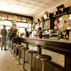 14 Vintage NYC Restaurants, Bars and Cafes