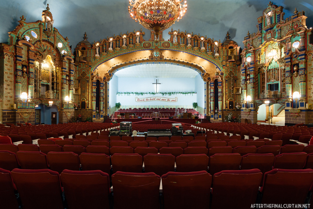 Inside The Opulent Loew S Valencia Theater In Jamaica