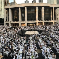 2017 NYC Dîner en Blanc Pop Up Party Returns to Lincoln Center with 5000 Guests