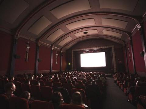 """Bayerischer Filmpreis: ARD Degeto freut sich über drei Auszeichnungen für die Kino-Koproduktionen """"Schachnovelle"""" und """"Leberkäsjunkie"""""""