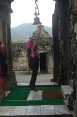 Im Hindutempel muss man vor dem Eintreten die Glocke läuten