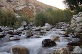 Fließendes Wasser beim Camping