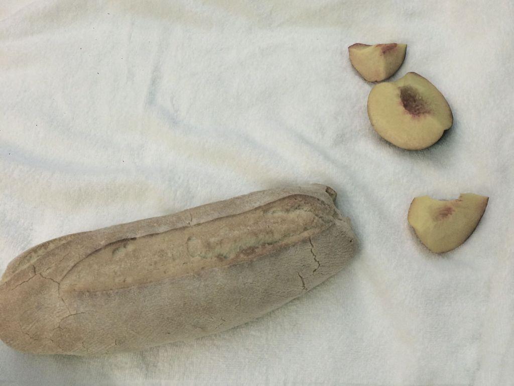 Brot mit Pfirsich