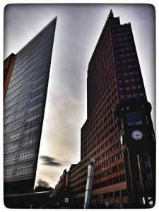 Panoramapunkt befindet sich auf dem Gebäude rechts