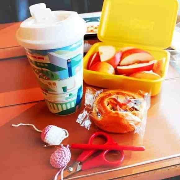 Vester Zugfahrt mit DB-Kaffeebecher