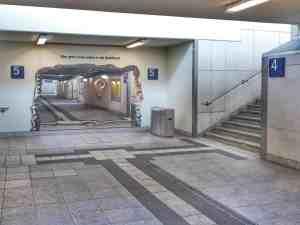 Bruchsal der Spiegel in der Unterführung hinweis auf die Bahnstadt