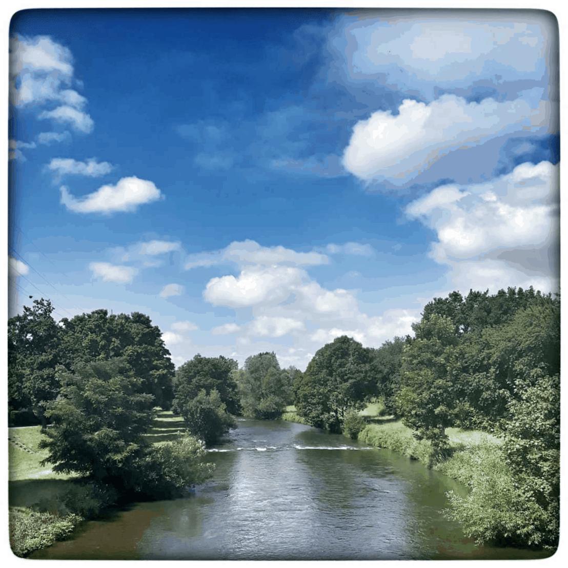 Flusslauf der Wiese von der Hauhinger Brücke