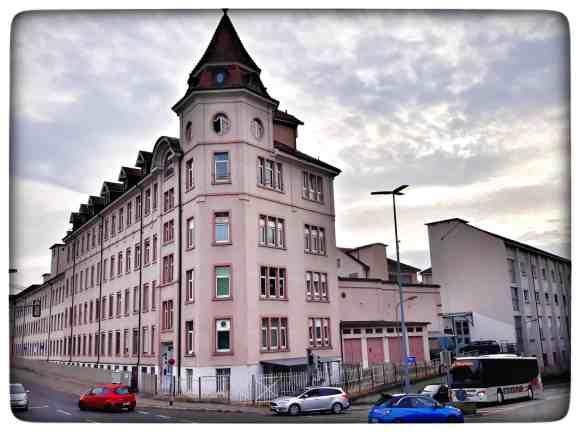 Das Suchard Gebäude in Lörrach, rechts die Strasse ist die Milkastrasse