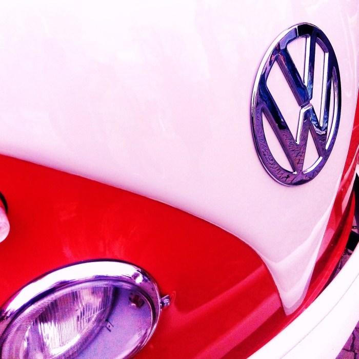 VW T1 Bulli rot weiß vorne b