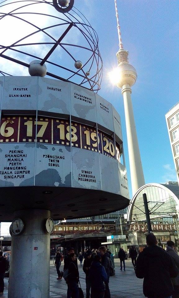 berlin-alexanderplatz-weltzeituhr-fernsehturm