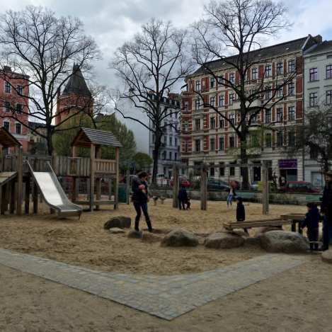 spielplatz grimmstra e berlin stadtspaziergang unterwegs mit kind in berlin kreuzberg. Black Bedroom Furniture Sets. Home Design Ideas