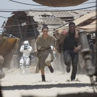 'Star Wars: The Force Awakens' is a Sensational Blend of the Old and New