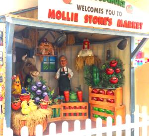 Mollie Stone puppet show