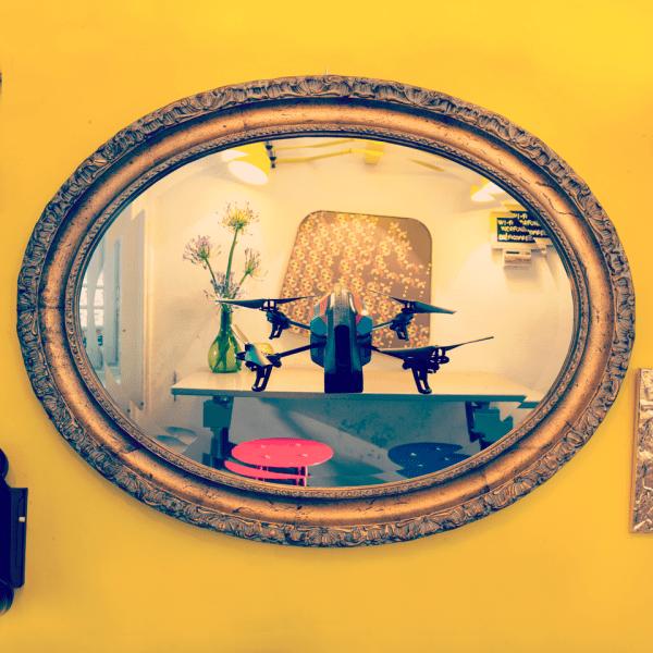 IOCOSE#happyhour #droneselfie #intimesofpeace, série des Drones selfiesIOCOSE © Matteo Cattaruzzi