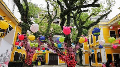 Macau sqare decorated with balloons