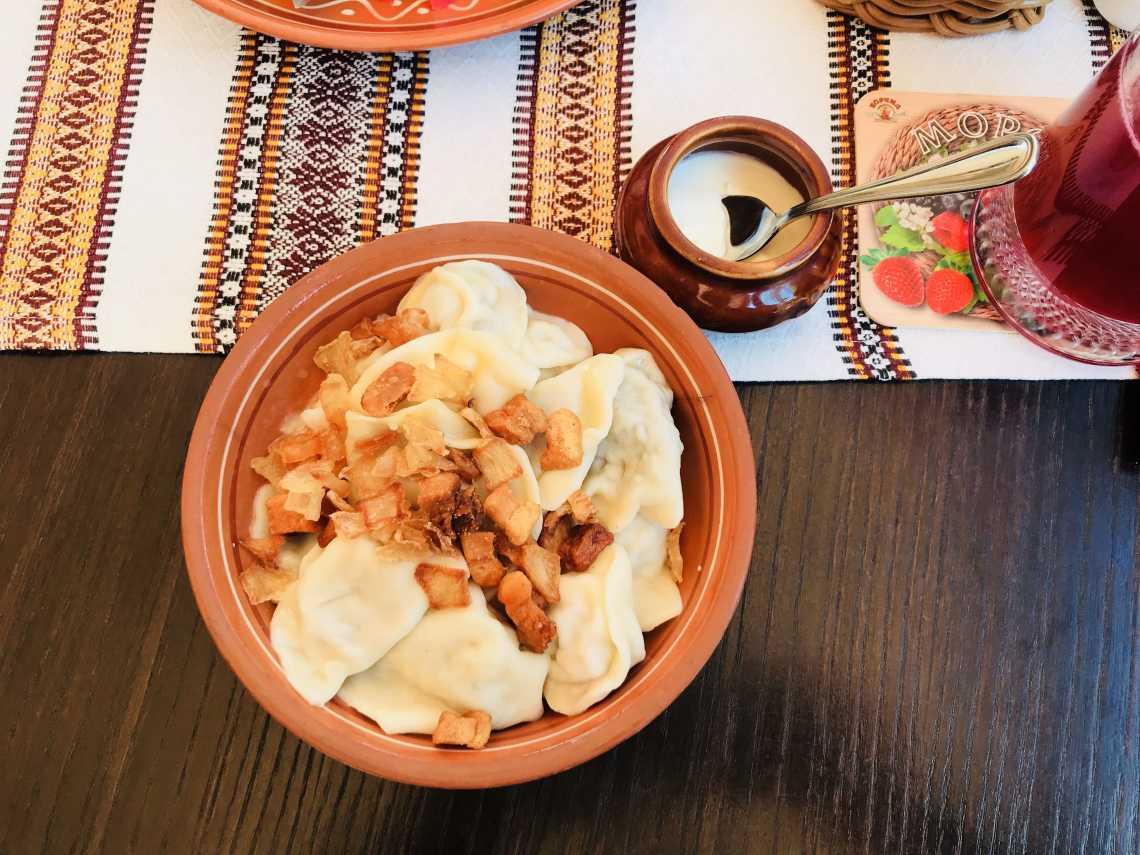 Wareniki mit Smetana - typisches Gericht in den russischen Restaurants in Moskau