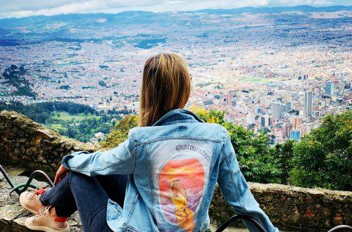 Mascha auf dem Monserrate mit Blick auf Bogotá