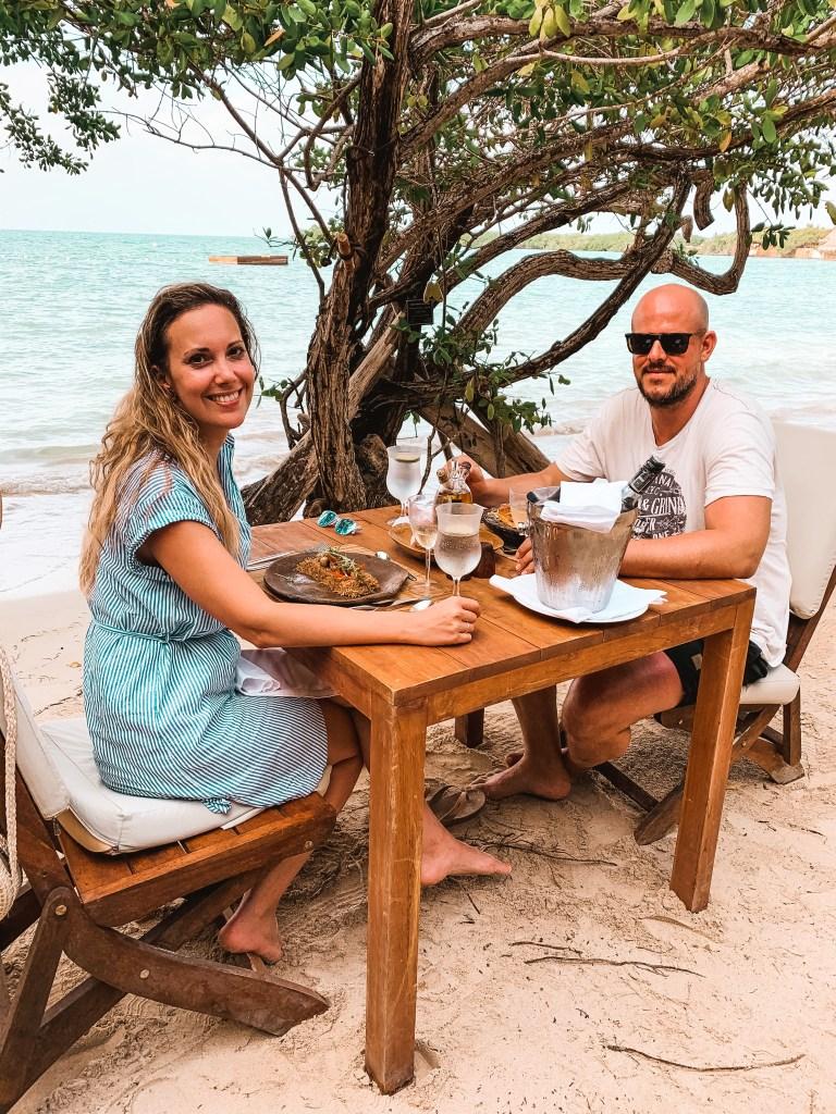 Mittagessen am Strand von Baru
