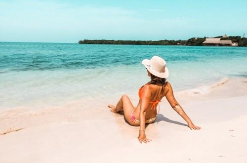 Flitterwochen in Kolumbien - Mascha am Strand von Isla Baru