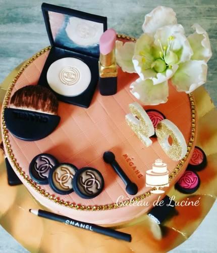 Luciné est une Cake designer de talent et crée des gâteaux d'exception pour toutes les occasions importantes de la vie. Venez découvrir l'histoire du Gâteau de Luciné.