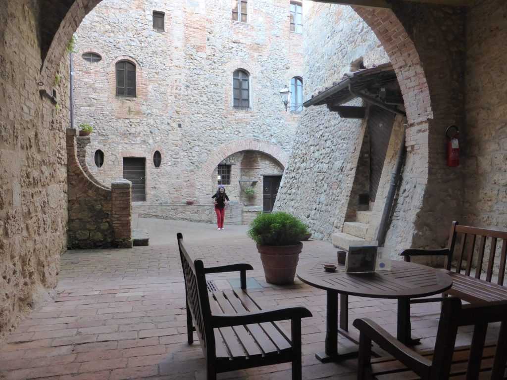 via-francigena-castel-pietraio