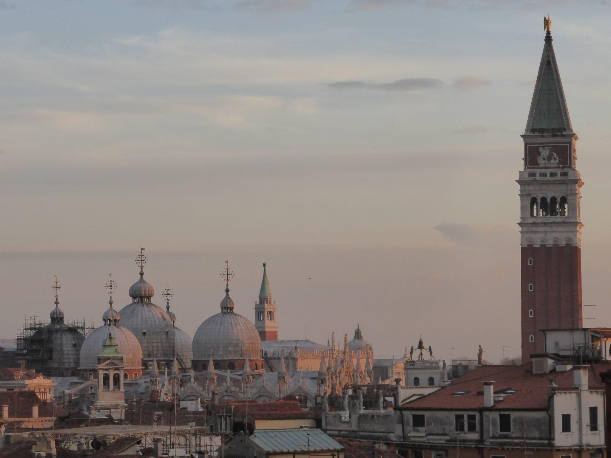 Venezia-Terrazza-Fondaco - Un Trolley per Due