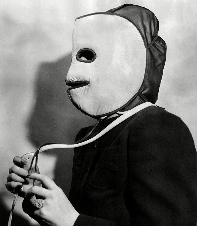 Warming mask for the face and head skin. 1940.