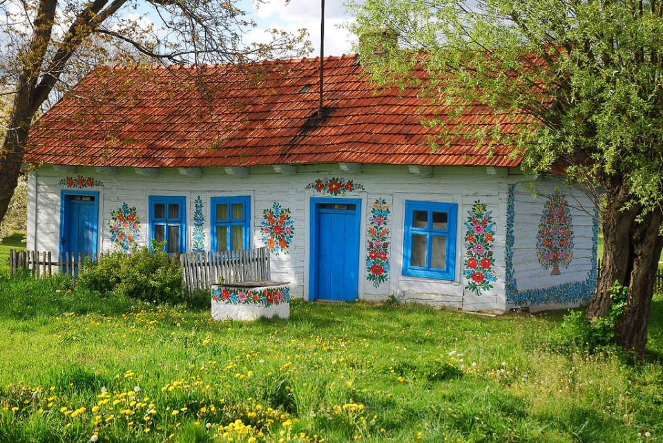 zalipie_poland_painted_village_flowers_30
