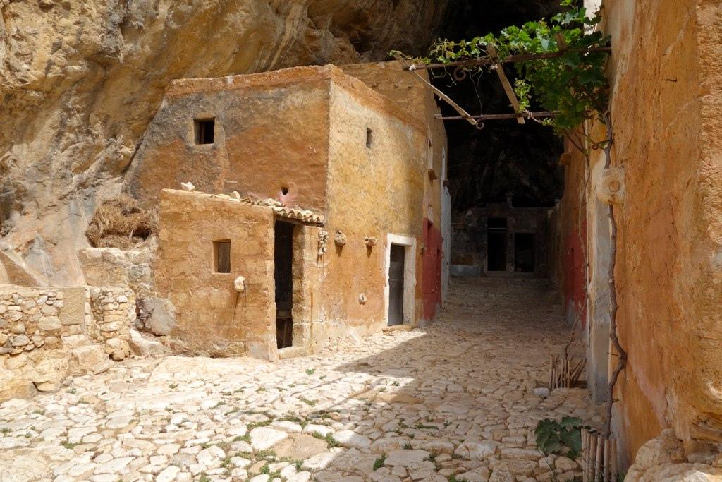 من10الاف Grotta_Mangiapane4.jpg?w=1024&ssl=1