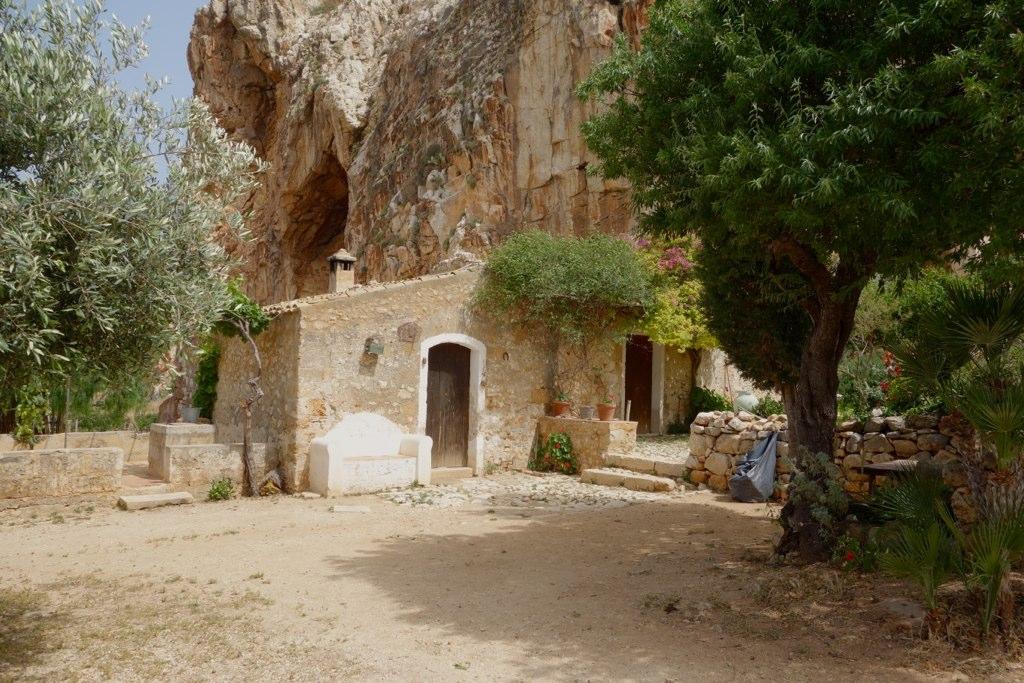 من10الاف Grotta_Mangiapane9.jpg?w=1024&ssl=1