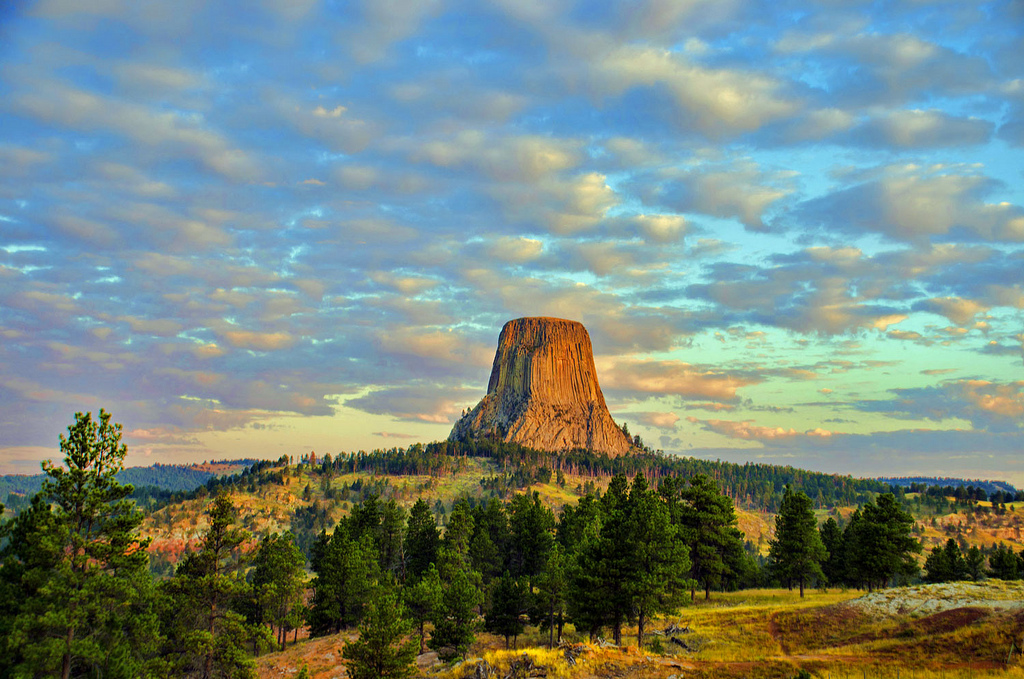 Devils Tower Wy >> The Devil's Tower: US' Mysterious Sightseeing Spot ...