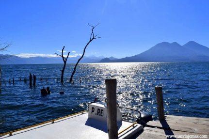 Desde el mini puerto en San Marcos La Laguna