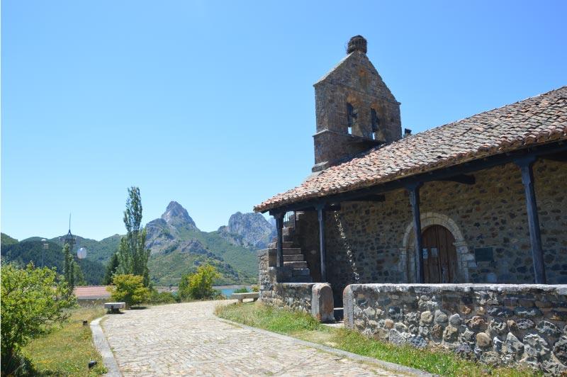 Iglesia de Nuestra Señora del Rosario, en Riaño, León.