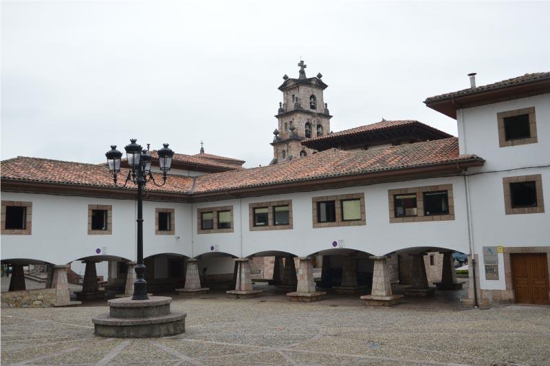 Plaza del mercado de Cangas de Onís.