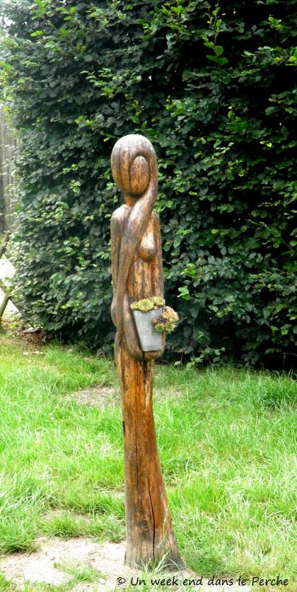 Sculpture de Brigitte Cordier visible dans la cour de la Ferme de l'Aritoire