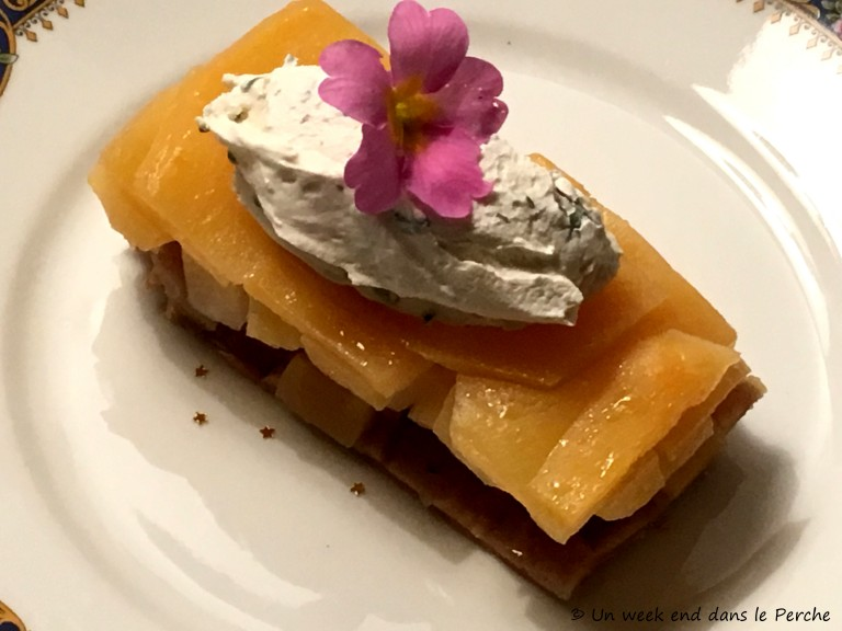 Tatin de navets Boule d'Or, Cantilly de crème fraîche à la sarriette et primevère.