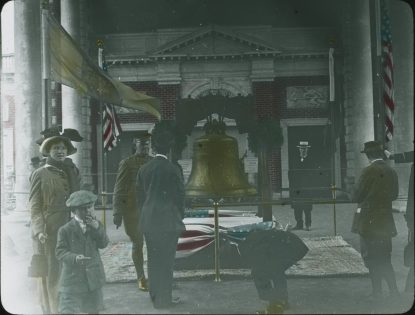 Photograph of the Liberty Bell at the Panama-Pacific International Exposition, 1915. Local ID: 16-SFX-11.