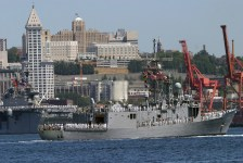 The US Navy (USN) Oliver Hazard Perry Class Guided Missile Frigate USS CROMMELIN (FFG 37), rounds the bend as part of the 55th Annual SEAFAIR Parade of Ships. SEAFAIR is Seattle's month-long traditional summer festival, which includes the parade of ships, parades, amateur athletics, air shows, and boat racing (2005) Local Identifier: 330-CFD-DN-SD-06-04275 (https://catalog.archives.gov/id/6668516)