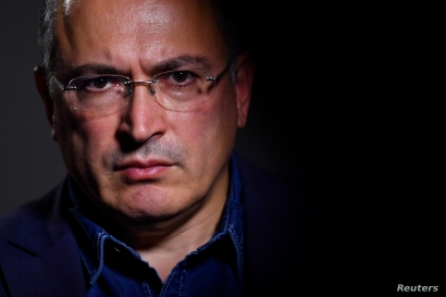 FILE - Mikhail Khodorkovsky, a former oil tycoon who fell foul of Vladimir Putin's Kremlin, is seen during an interview with Reuters at his office in central London, Britain, August 13, 2018.